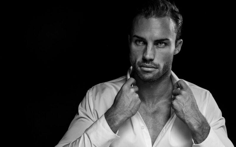 Top 10 Sexiest Celebrity Men That Are Trending Online